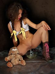 piss and kinky games with a double dildo penetrations